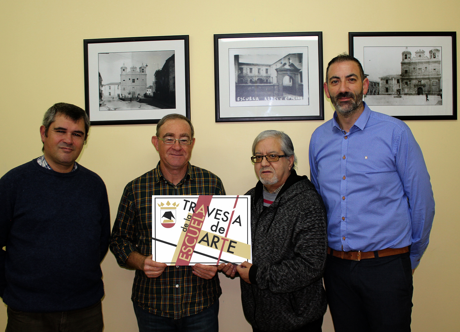 foto de la placa Travesía de la Escuela de Arte ganadora con los miembros del jurado